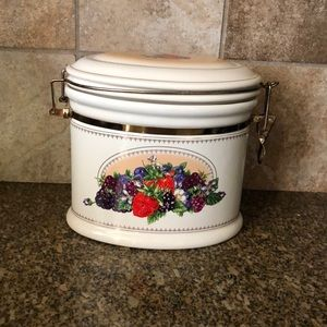 knotts berry farm fruit berries canister ceramic